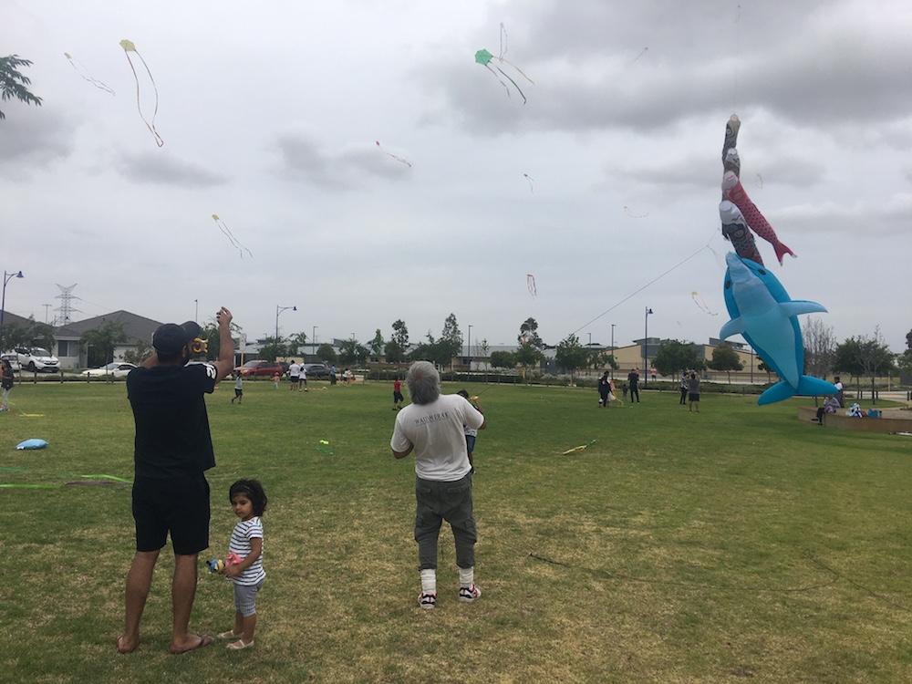 kite-flying-men-holland-park